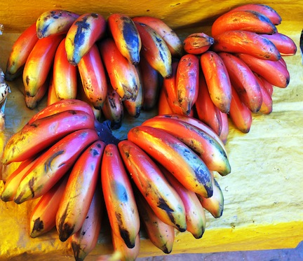 African fruit provide healthy nutrition and are delicious, especially raw. (www.africanepicure.com)