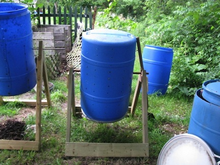 Make compost to recycle your kitchen scraps. It's easier than you think! (www.africanepicure.com)